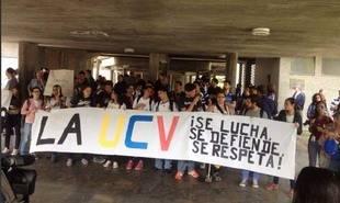 Estudiantes universitarios se concentran en las dos marchas