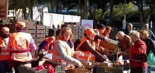 Almería: Reparto de 8.500 kilos de tomate, pepino y pimiento para exigir 'precios justos'