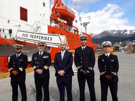 """Arcando recibió al buque oceanográfico español """"Hespérides"""""""