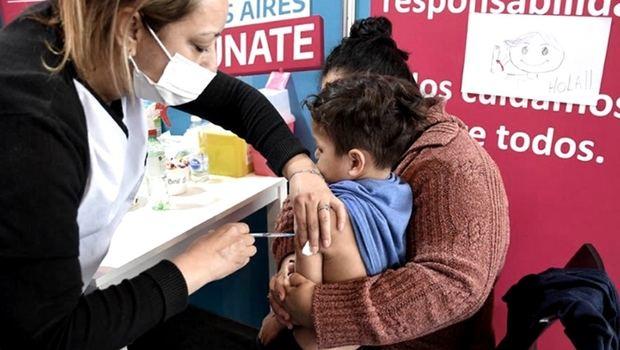 Crece la vacunación de niños contra coronavirus y acercan vacunatorios a las escuelas