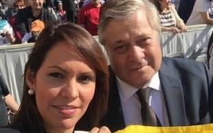 Padre de Leopoldo L�pez y la hija de Antonio Ledezma saludan al papa