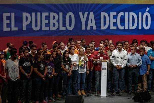 Un 98% de votantes en plebiscito opositor rechaza constituyente de Maduro