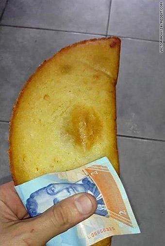 CNN dice que la moneda de Venezuela vale menos que una servilleta