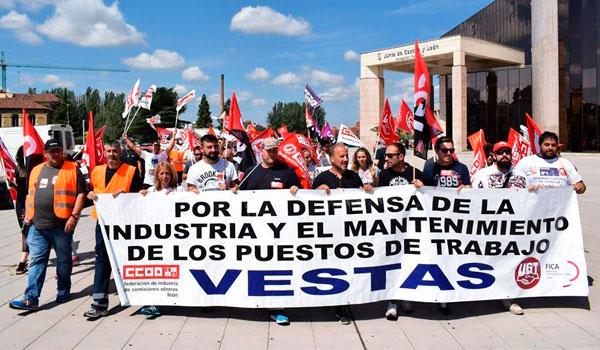 Los sindicatos piden a Cañete que interceda ante Vestas para que reconsidere el cierre de la planta