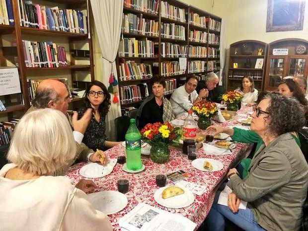 Bibliotecarios catalanes visitaron la Biblioteca Carlos Sánchez Viamonte