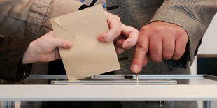 IU Exterior celebra la propuesta de Podemos para promover la derogación del voto rogado